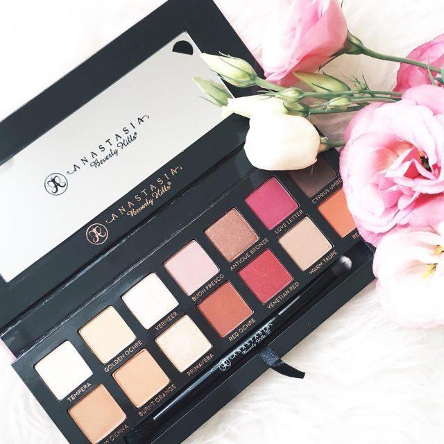 Perfection  Anastasia Beverly Hills ModernRenaissance palette  lbgblogletsbegorgeousanastasiabeverlyhillsanastasiapaletteabhbeautybloggermakeupmakeupaddictmakeupjunkieinstamakeupfashionistaflowersflowerstagraminfluencerfbbloggerconstantabloggerconstanteanbbloggersrostylebeautyblogbeautyaddict Citestehellip