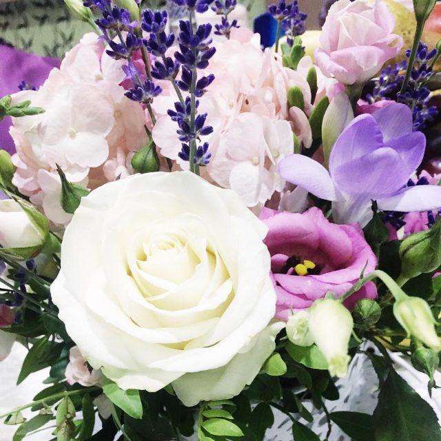 Toate florile mele preferate ntrun singur buchet letsbegorgeousflowersflowerbouquetflowersfordaysbridebouquetgirlythingsinstadailyinstafashionfashionableinstagramerinstaaddictinstalookinstanatureinstaflowersinstastylestyleromanticromanticweddingromanticflowers